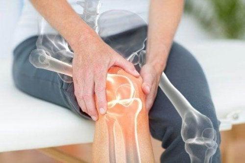 Le risque de développer une arthrose peut augmenter avec l'âge.